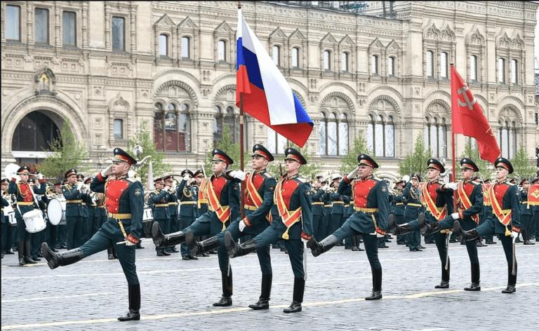 В России отменят все торжественные мероприятия