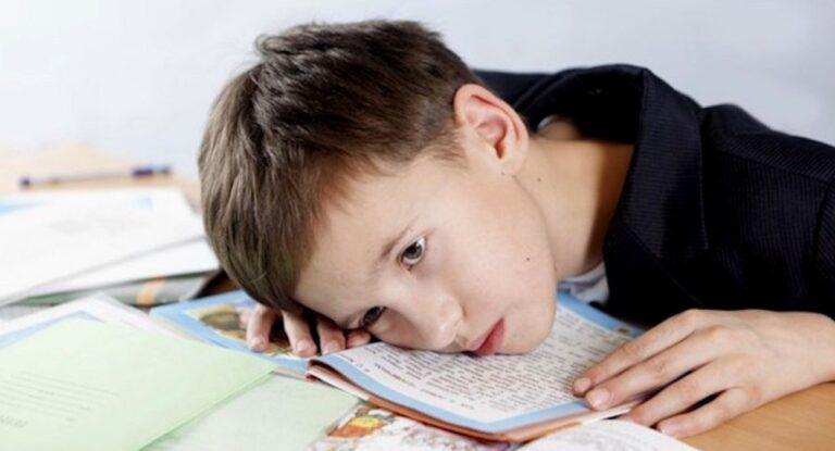 Кризис 8 лет: как проявляется у девочек, как у мальчиков и что делать родителям