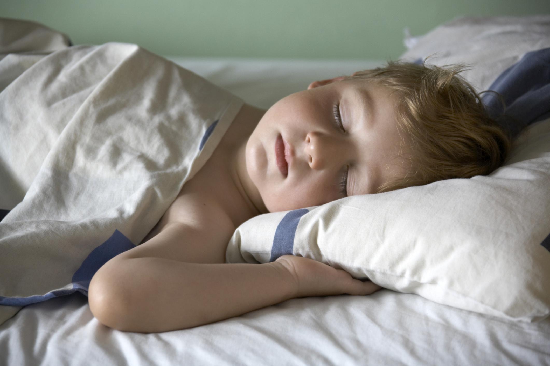 Ребенок страдает неконтролируемым мочеиспусканием во сне
