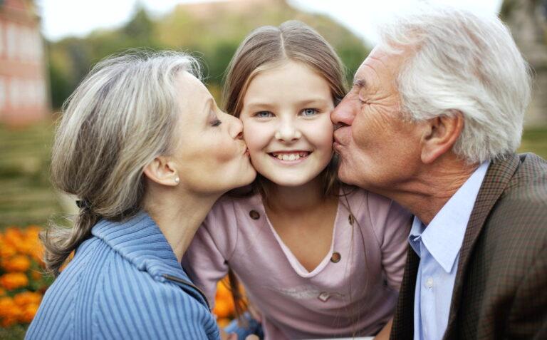 Прибавка к пенсии теперь положена опекунам и попечителям