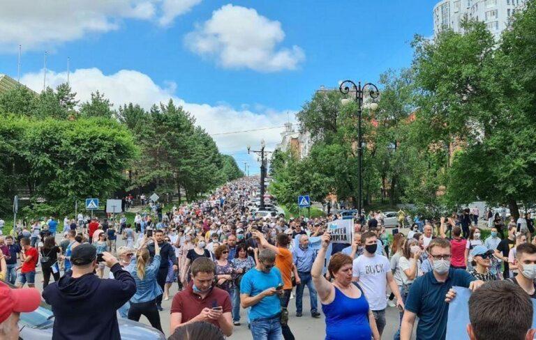 Нескольких митингующих в Хабаровске задержала полиция