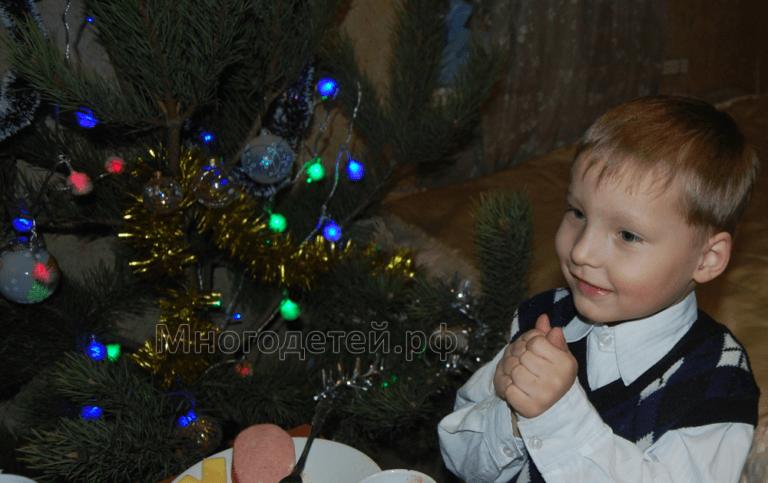 Глава Роспотребнадзора рекомендует провести Новый год дома