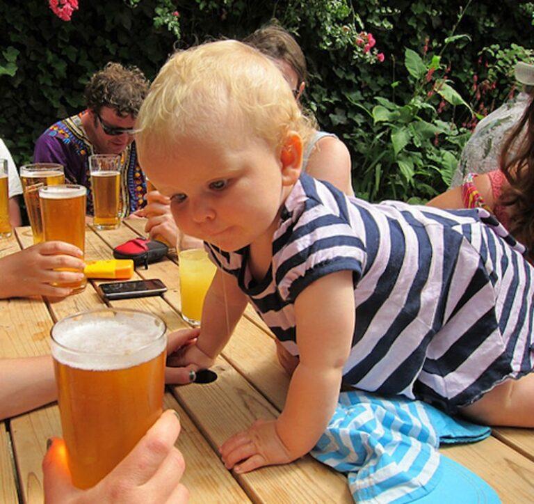 Можно ли давать ребенку пиво?