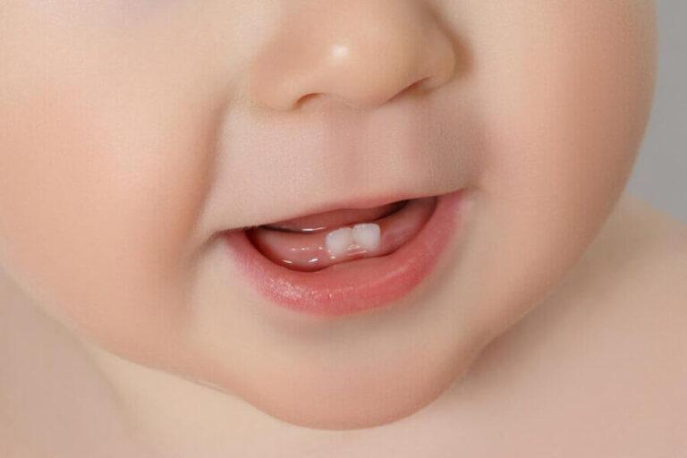 Когда у малыша начинают прорезаться зубки?